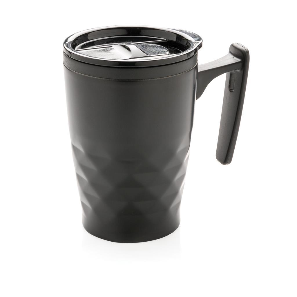 hrnček na kávu sgeometrickým vzorom