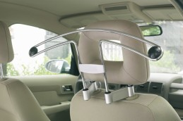 Travel companion auto vešiak